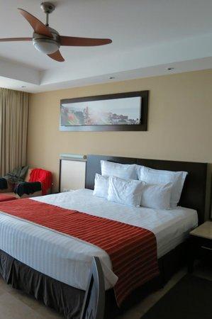 Sunset Plaza Beach Resort & Spa: bedroom