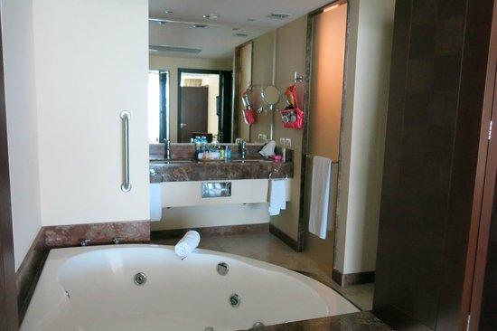 Sunset Plaza Beach Resort & Spa : bathroom