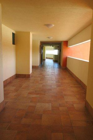 Sunset Plaza Beach Resort & Spa : hallway