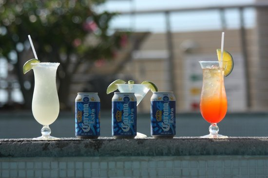 Sunset Plaza Beach Resort & Spa : drinks by the pool