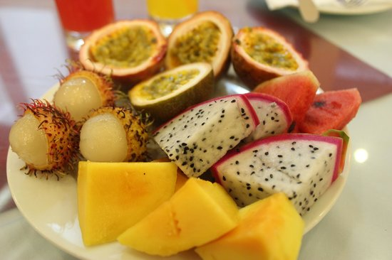 Hue Serene Palace Hotel : Fresh fruits for breakfast
