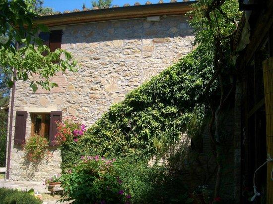 Agriturismo La Chiusa: Treppenaufgang zum Zimmer