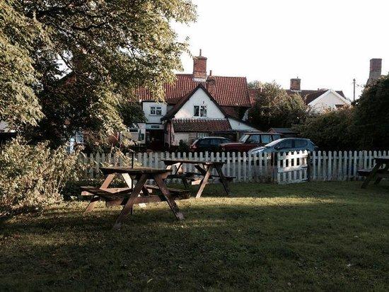 The White Horse Inn: Lovely gardens