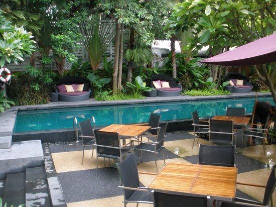Sukhumvit 12 Bangkok Hotel & Suites : Piscina II