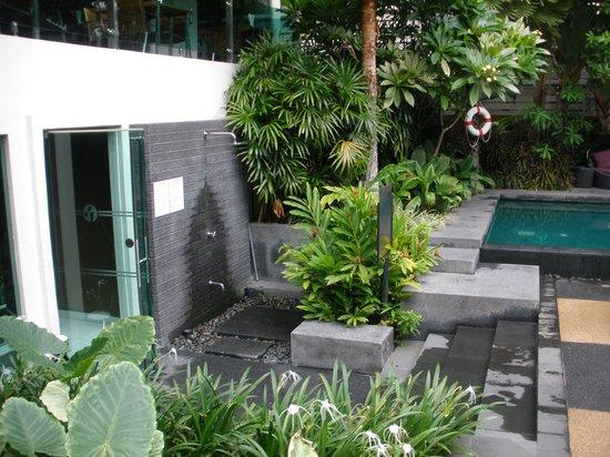 Sukhumvit 12 Bangkok Hotel & Suites : Piscina III