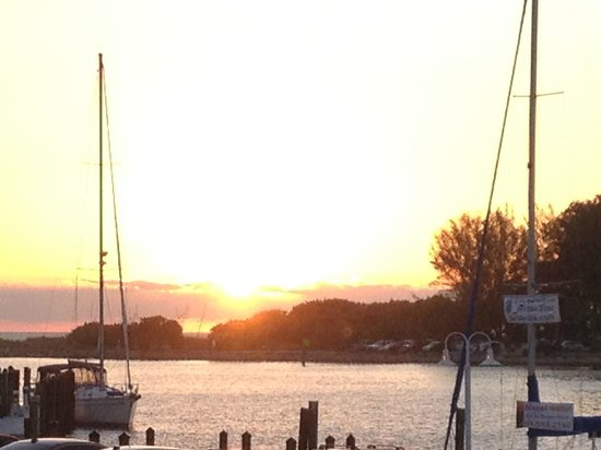 Crow's Nest Marina Restaurant & Tavern: View from Crow's Nest at sunset