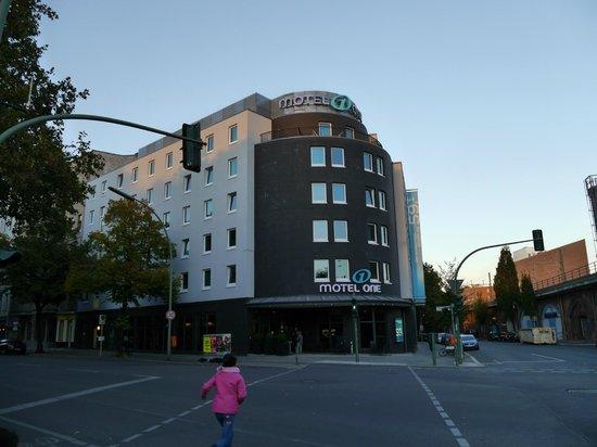 Motel One Berlin-Bellevue: von aussen