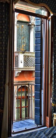 Hotel Al Gazzettino: balcony in room