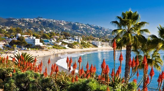 Laguna Beach, CA: Coastline View of Main Beach from Heisler Park