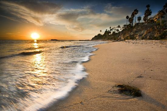Laguna Beach, CA: Sunset over Main Beach