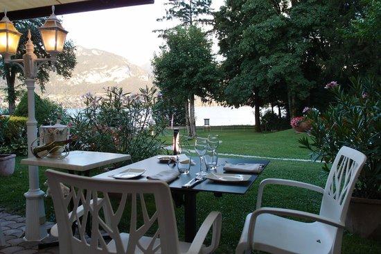 Auberge de Letraz: La terrasse du restaurant