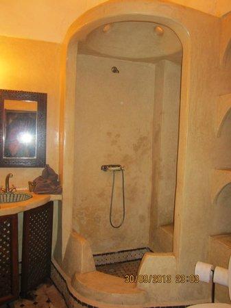 Riad Massiba: La SDB de la chambre Cannelle