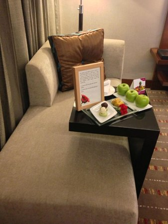 Crowne Plaza Hotel Gurgaon: Deluxe room - very comfy chaise longue