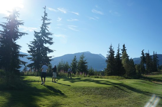 Fairmont Chateau Whistler Golf Club : Sunshine, scenery, moutains & golf!