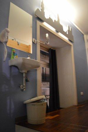 Yes! Hostel Porto: Blick ins Zimmer vom Balkon