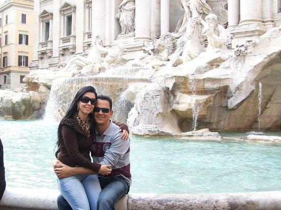 Relais Fontana Di Trevi: Fontana de Trevi - ao lado do Hotel