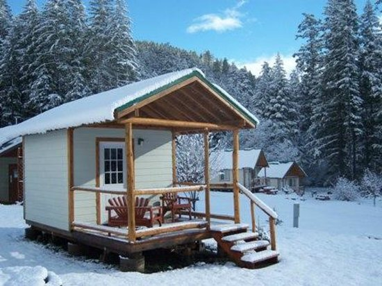 Cabin rentals near crater lake umpqua 39 s last resort on for Lake cabins for rent in massachusetts