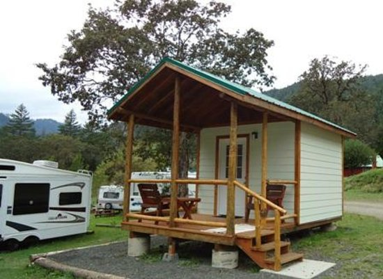 Umpqua's Last Resort, Wilderness RV Park & Campground: Cabin Rentals on the North Umpqua River - Cabin 8