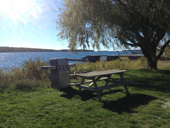 Wireless Bay Cottages: Great views and shared BBQ