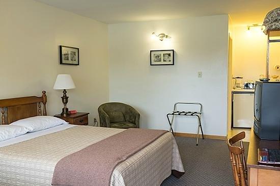 Homeport Motel: Room