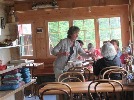 Berggasthaus Tschingelhorn: Bright dining room