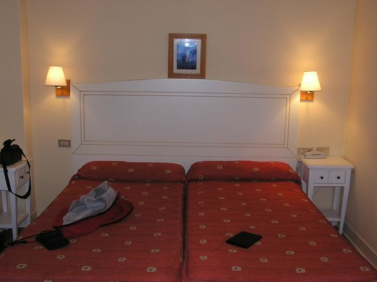 Eco Hotel Mundaka: Twin bed