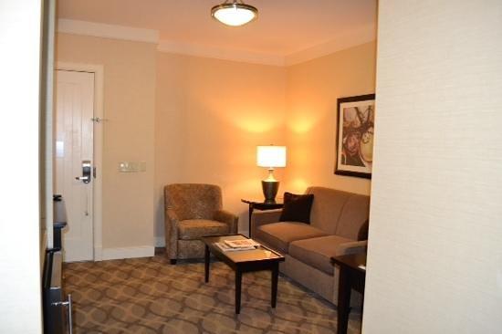 West Inn & Suites Carlsbad: sitting area