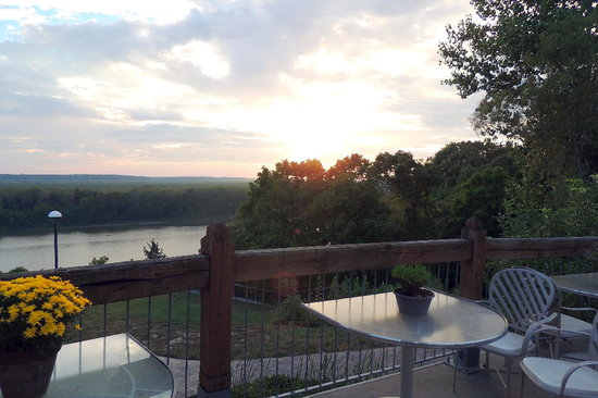 Les Bourgeois Winery and Bistro: Missouri River from Bistro patio