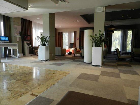 Novotel Krakow City West: Hall d'entrée