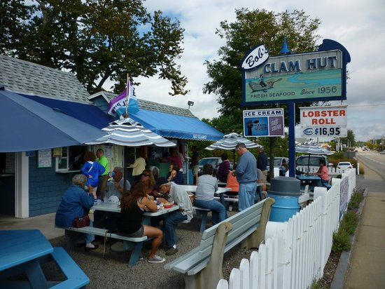 Bob's Clam Hut: Along Rt1