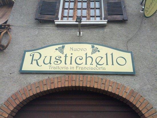 Gussago, Italia: Un riferimento per trovare il locale... L'insegna!