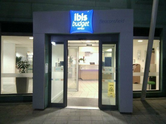 Hotel ibis budget Beaconsfield: Hotel ingang