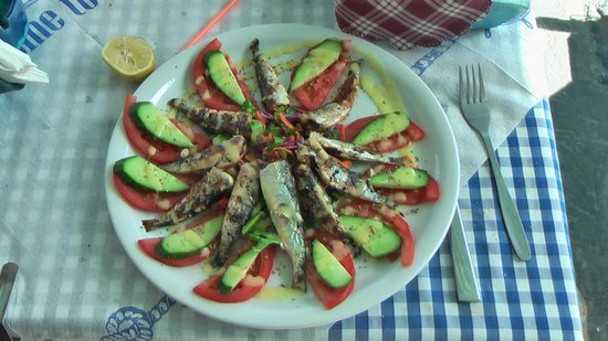 Ambrosia Restaurant - Pizzeria: Beautifully laid out platter of grilled sardines