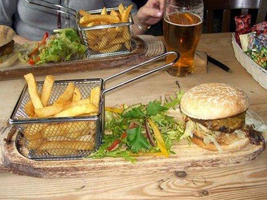 Ben Nevis Inn : Lamb Burgers and Fries