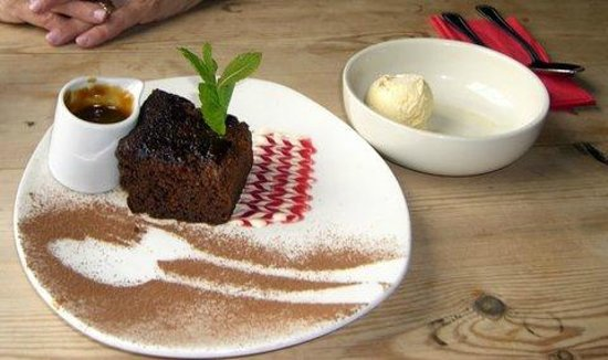 Ben Nevis Inn : Sticky Toffee Pudding with Caramel and ice cream
