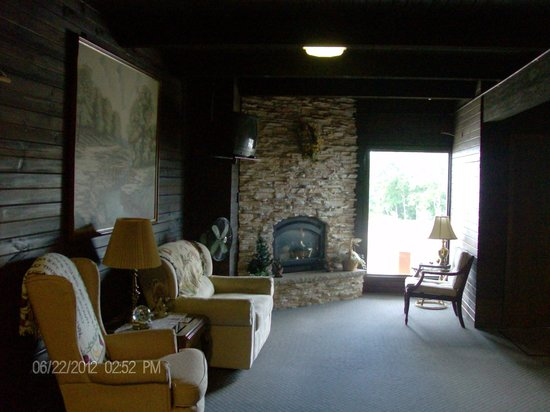 Fenmore Hills Hotel : Front Lobby