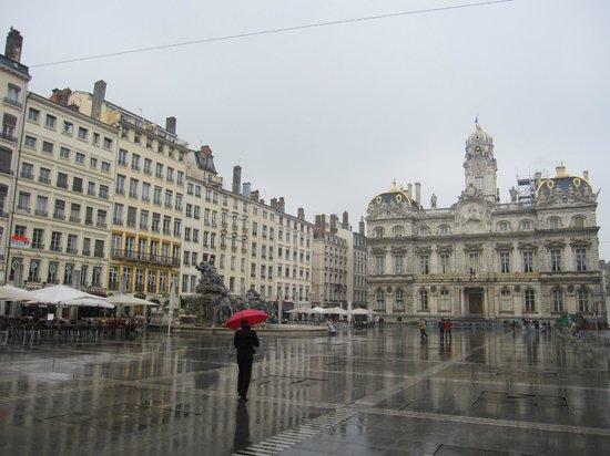 Hôtel de Ville : El edificio y su entorno.