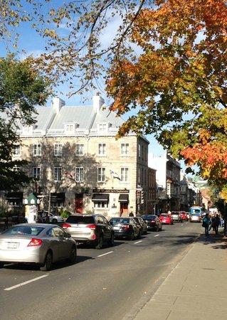 Manoir de L'Esplanade : Hotel on a beautiful fall day.