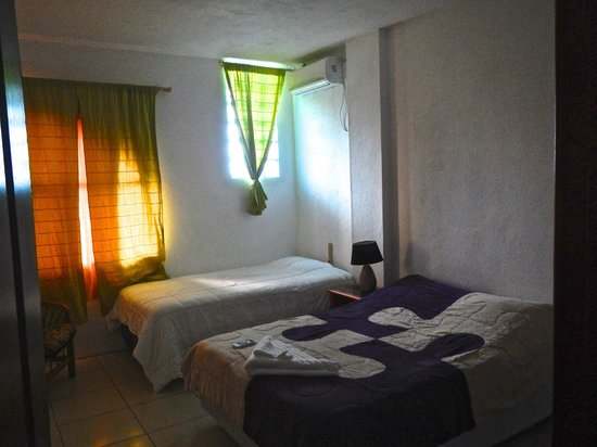 Galapagos Best Hostel: My quiet, clean, comfortable air-conditioned Rm #3 at Best Home Stay