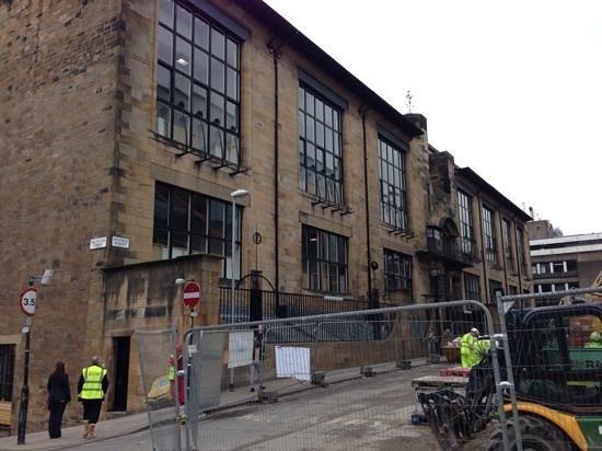 The Glasgow School of Art: Außenansicht, leider aktuell mit Baustelle