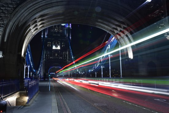 Hairy Goat Photography Tours: Light Trails on Tower Bridge