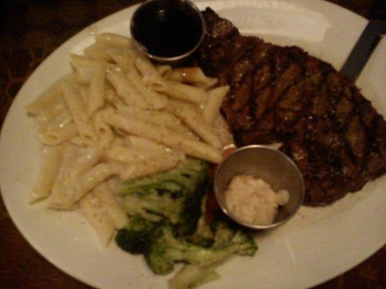 Paliotti's Italian Restaurant: Prime Rib Steak Dinner