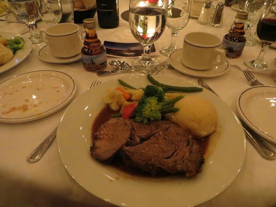 Delta Hotels Regina: Meal served at the baquet held at the Delta