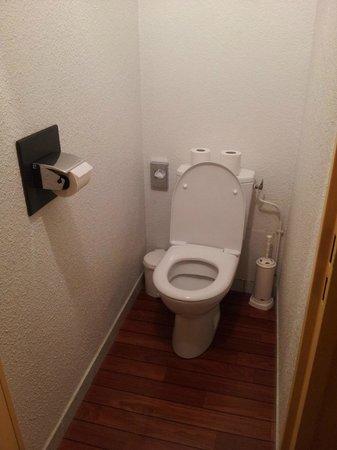 Best Western Hotel Athenee : Toilet