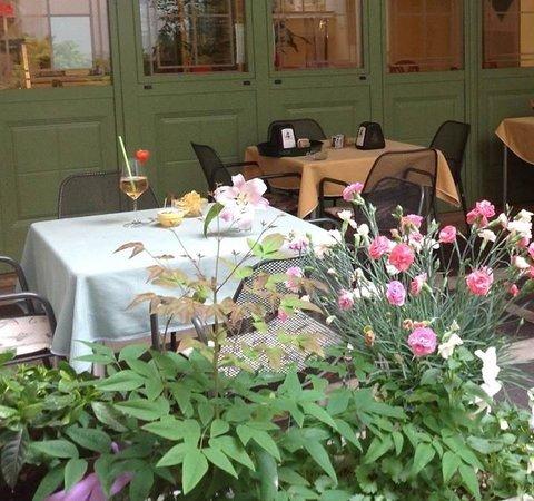 Le Lasse Cafe: Cortile interno