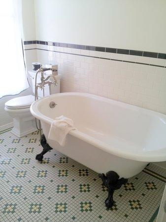The Oxford Hotel: claw foot tub