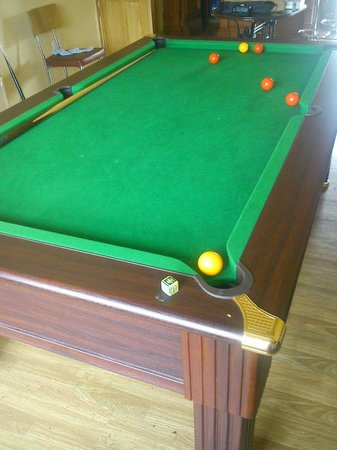 Leigh House Bed and Breakfast: free pool table