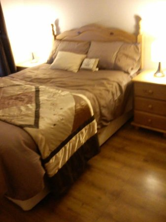 Leigh House Bed and Breakfast: Pineview room