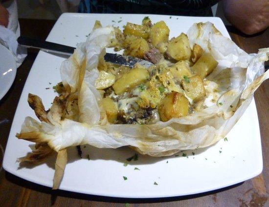 Akti Bar Restaurant : Lamb Kleftiko - after opening