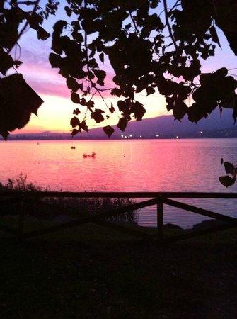 Il Portico del Conte: il tramonto sul lago Eupilio